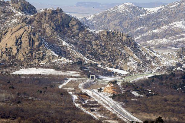 Pohjois-Korea on vuoristoinen maa, josta vain noin 20 prosenttia on maanviljelykseen sopivaa.