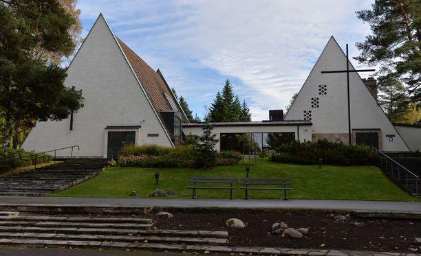 Viihdetaiteilija Simo Salminen, 82, siunattiin viimeiselle matkalleen Vantaan Honkanummen kirkkomaalla Isossa Kappelissa.