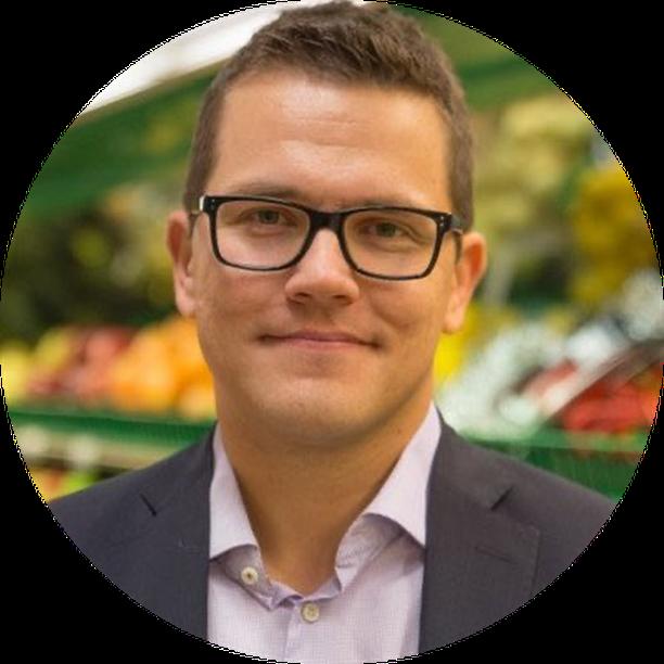 SOK:n tuoretuotteiden valikoimajohtaja Antti Oksa