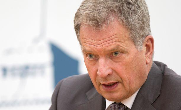 Sauli Niinistö esitti surunvalittelut Ruotsiin.