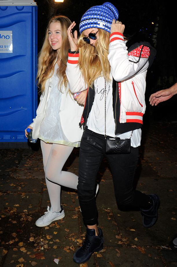 Anais Gallagher on päässyt jo piireihin. Hän juhli lokakuussa halloweenia itsensä Kate Mossin seurassa.