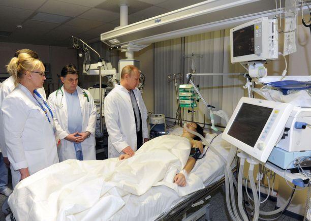 Venäjän presidentti Vladimir Putin vieraili Maria Komissarovan luona sotshilaisessa sairaalassa vuonna 2014.