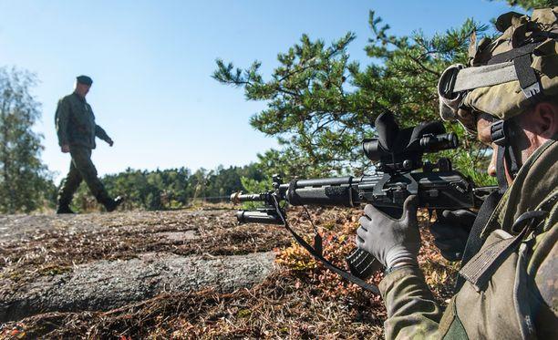 Sotilaallinen liittoutumattomuus on jatkossa ongelmallinen ratkaisu, kun Venäjän ja lännen kriisi on kärjistynyt.