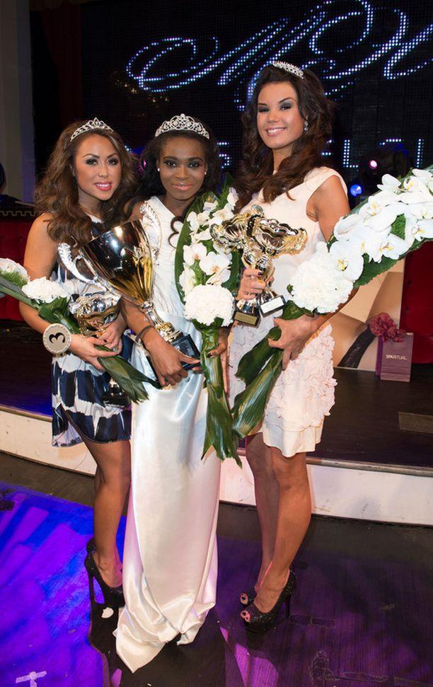 Tuore Miss Helsinki 2013 on Kelly Kalonji, 25. Ensimmäinen perintöprinsessa on BB-talosta tuttu Leina Ogihara, 26, (vas.). Kolmanneksi kiri 21-vuotias Iina Immonen.