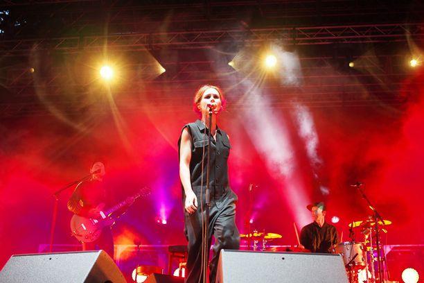 Ennen Liam Gallagheria Tall Ships Races Music Festival -tapahtumassa esiintyi ruotsalaisyhtye The Cardigans.