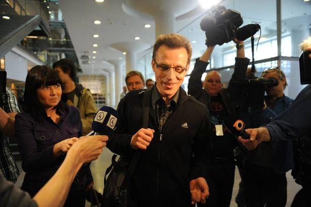 Kari-Pekka Kyrön saapuminen oikeuteen sai aikaan melkoisen mediamylläkän.