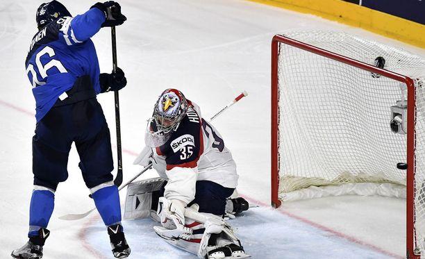 Mikko Rantanen iski omasta toimistostaan vastustajan maalin edustalta Suomen voitto-osuman torstaina MM-puolivälierässä USA:ta vastaan. Jenkkien molari Jimmy Howard oli voimaton.