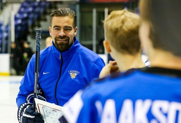 Jussi Ahokas valmensi Nuoret Leijonat maailmanmestaruuteen.