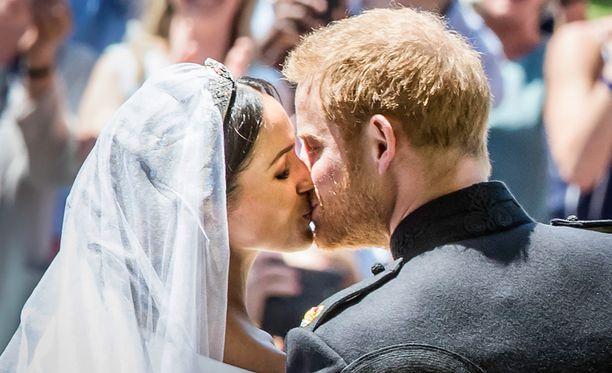 Meghanin ja Harryn häät ovat innostaneet ihmiset selvittämään omia, leikkimielisiä kuninkaallisia nimiään.