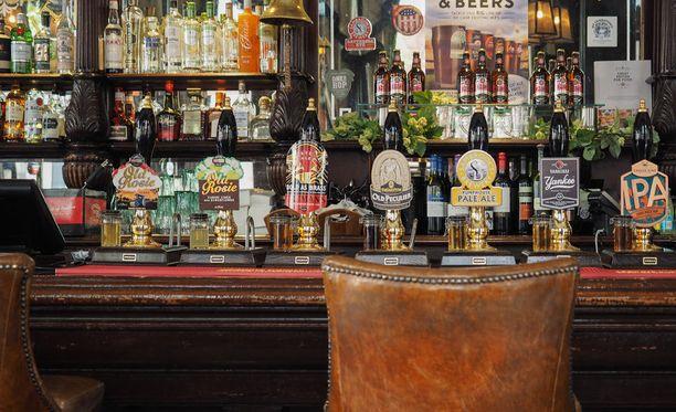 Isossa-Britanniassa riittää pubeja.