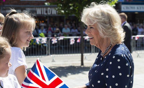 Herttuatar Camillan mukaan kuninkaalliset välttelevät muun muassa valkosipulin syömistä, jotta heidän hengityksensä ei haisisi.