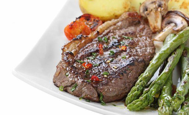 Punaista lihaa kannattaa syödä vain vähän, jos haluat vaikuttaa omilla elintavoillasi syöpäriskiisi.