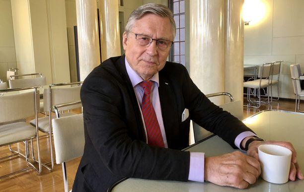 Pertti Paasion kanssa yhdessä Holkerin hallituksessa istunut Pertti Salolainen kertoo Paasion olleen tärkeä yhteistyökumppani Suomen EU-jäsenyysneuvotteluissa.