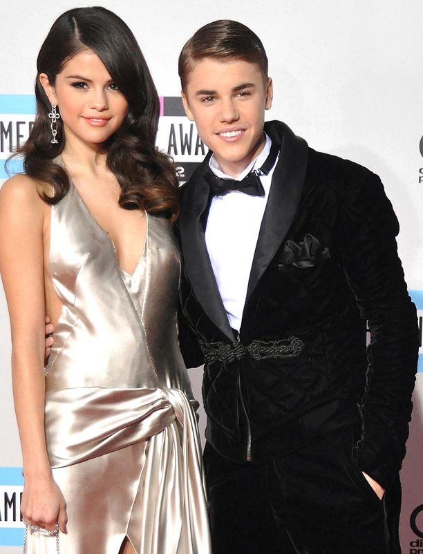 Selena Gomez ja Justin Bieber poseerasivat näin suloisesti Miami Beachissä vuonna 2014.