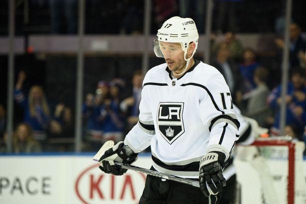 Los Angeles Kingsissä pelaava Ilja Kovaltshuk aikoo tehdä kunnon tilin myymällä hulppean kartanonsa.