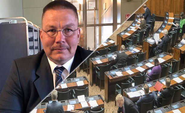 Äänestyksestä riippumatta tapaus Mäenpää on monin tavoin murheellinen politiikan ja yhteiskunnallisen keskustelun näkökulmasta, kirjoittaa Erja Yläjärvi.