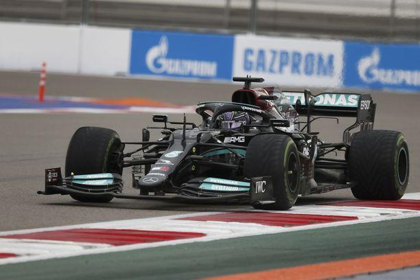 Lewis Hamilton menetti kiinnityksensä paalupaikkaan.