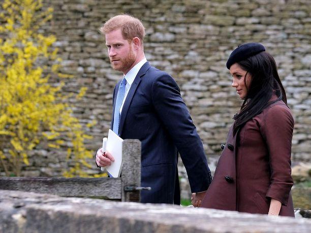 Prinssi Harry ja herttuatar Meghan saattavat muuttaa Afrikkaan jopa kolmeksi vuodeksi.