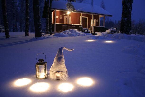 Sininen hetki, hiljainen luonto, joulun taika.