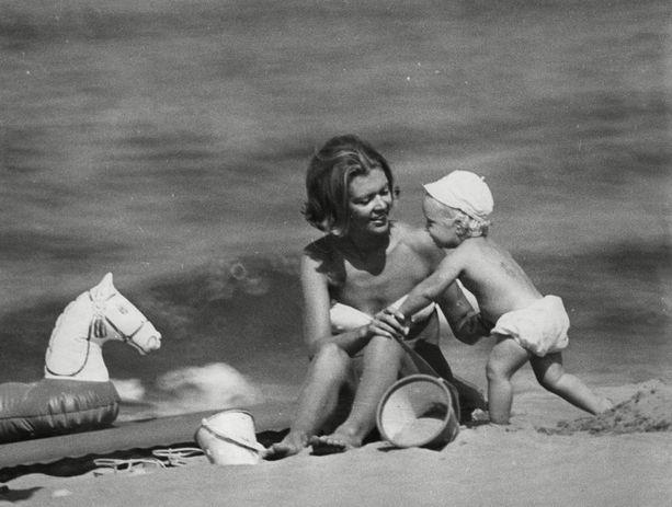 Princess Birgitta poikansa prinssi Hubertuksen kanssa vuonna 1967.