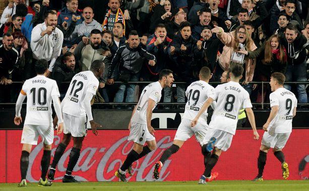 Valencia juhlia Real Madridia vastaan.