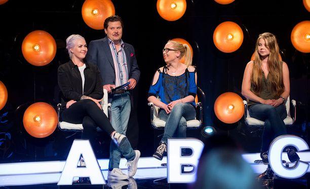 Janne Kataja sai suorassa radiolähetyksessä houkuteltua Napakymppiin ensi kaudelle yhden neiti X:n.