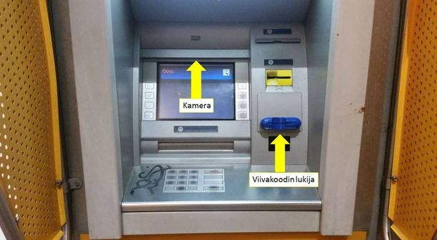 Tämä on autenttinen kuva pankkiautomaatilta, johon on asennettu skimmauslaitteet. Yläosassa on kamera ja kortin suuaukolla lukijalaite.