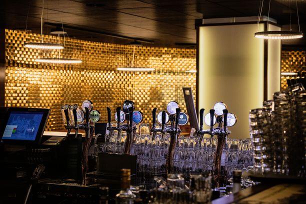 Treffipub Herttoniemessä on myynyt noutoruokaa ravintolan ollessa suljettuna. Pubin puoli odottaa asiakkaita.