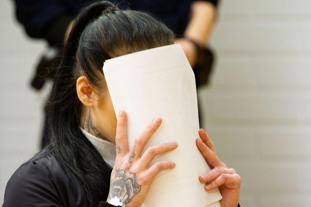 Nuori syytetty surmasi uhrinsa kylpyhuoneessa, syyttäjä väittää.