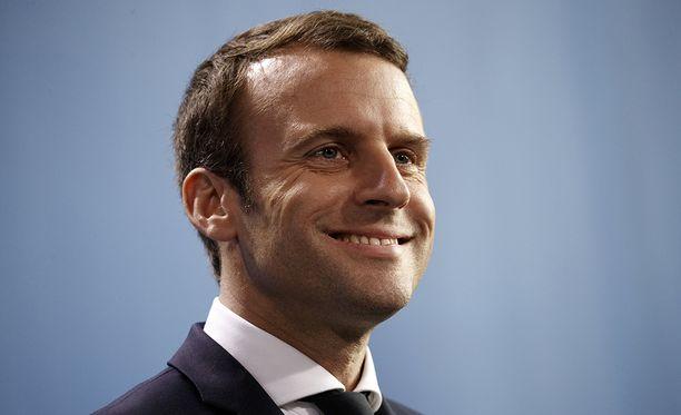 """Emmanuel Macron on luvannut """"levittää käsivartensa"""" oikealle ja vasemmalle."""