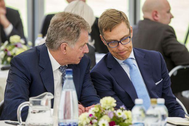 Sauli Niinistön ja Alexander Stubbin välit olivat uutuuskirjan mukaan jännitteiset. Linjaerimielisyydet tulivat esiin muun muassa Nato-kysymyksessä.