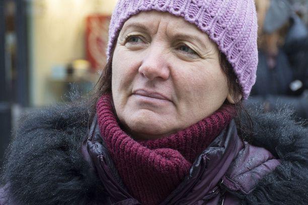 Psykoterapeutti Ella Lazareva pitää Haavistoa pätevänä, mutta aikoo kuitenkin äänestää Nils Torvaldsia.