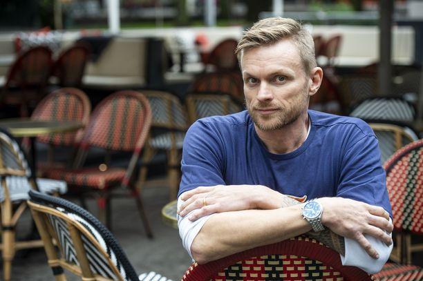 Iiro Seppäsen ja Julian parisuhde oli vasta alkumetreillä, kun Julian ex-mies murhasi entisen avioparin yhteiset kaksoset.