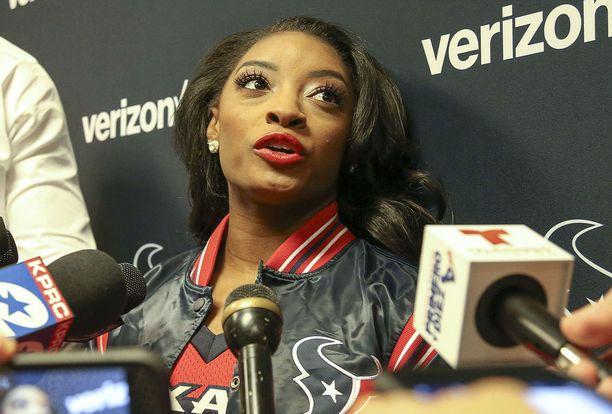 Simone Biles todistaa oikeudessa Larry Nassaria vastaan. Biles kuvattuna NFL-ottelussa joulukuussa.