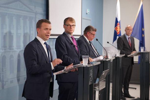 IL:n tietojen mukaan hallitus kävi kovaa vääntöä sisäisistä siirroista ennen EU-maiden sisäministerien äänestystä.