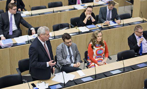 Täysistunnossa käsiteltiin työttömyysturvan leikkausta. Arkistokuva.