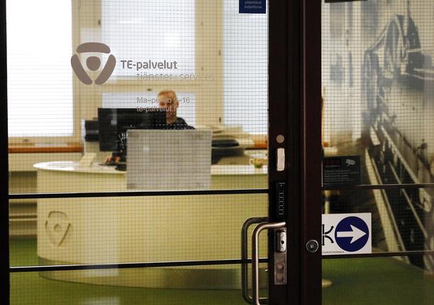 Vain osa työpaikoista täyttyy TE-palveluiden kautta.