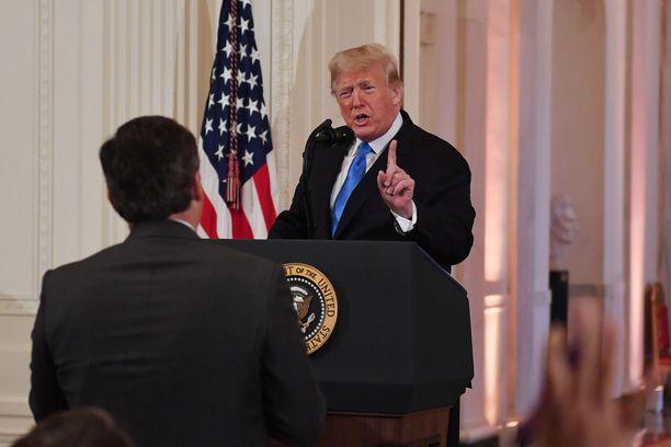 Jim Acosta ei luovuttanut, kun Trump väisti hänen kysymyksensä ja haukkui hänet suorana lähetetyssä lehdistötilaisuudessa.
