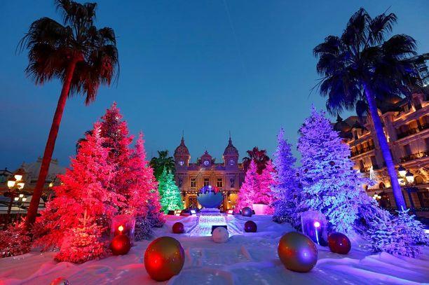 Monacon ikoninen kasinokin on jouluasussaan.