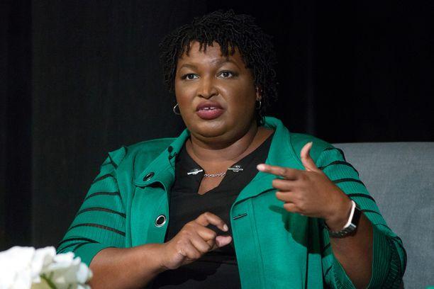 Stacey Abrams kannattaa kattavampaa terveydenhuoltojärjestelmää sekä aborttioikeutta.
