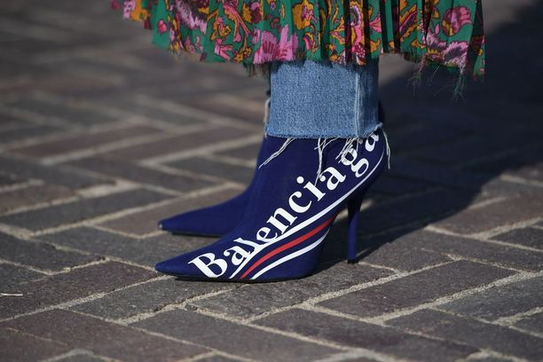 Näistä koko buumi alkoi: Balenciagan sukkanilkkurit.