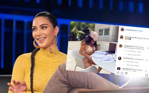 Kim Kardashian opiskelee lakia pienissä bikineissä – kuviin tulvi kommentteja