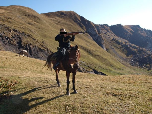 Vuorilla kuljettiin ratsain. Sen taidon syytetty kertoo hankkineensa jo kotimaassa.