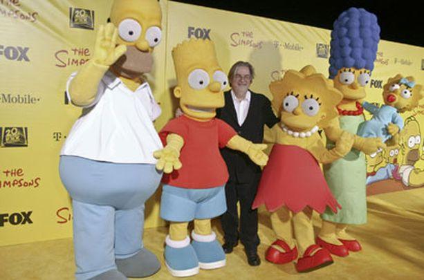 Simpson-hahmot poseeravat yhdessä sarjan luojan, Matt Groeningin kanssa.