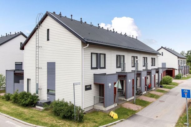 2010-luvulla korostuu esimerkiksi keskieurooppalainen tiivis kaupunkirakentaminen ja moderni yleisilme. Tämä rivitalo sijaitsee Helsingin Alppikylässä.