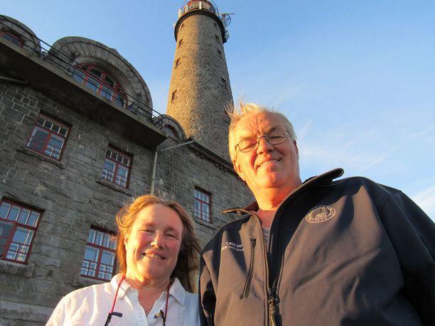 Bengtskärin majakkaa pitävät Paula Wilson, joka on laulaja Sonja Lumpeen sisar, ja Per Wilson.