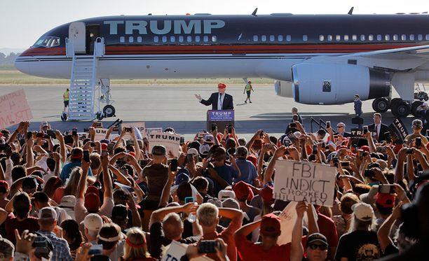 Kone on alunperin valmistettu 1991, Trump osti sen käytettynä ja muutti oman makunsa mukaiseksi.