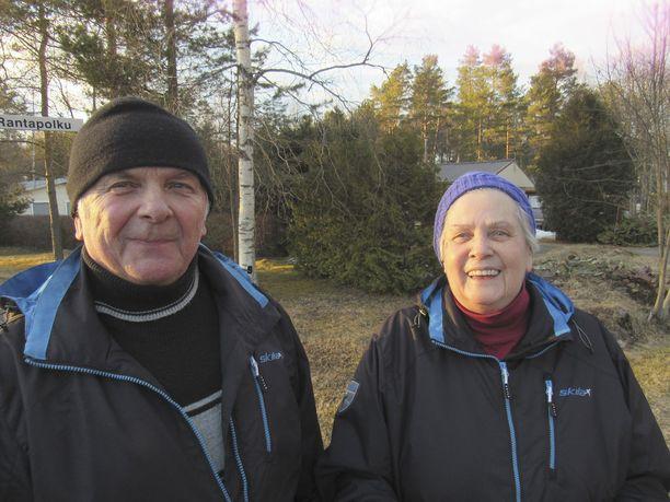 Soile ja Taisto Laurinmäki muuttivat pysyvästi Siikaisiin juuri luonnon takia. He haluaisivat korottaa pienimpiä eläkkeitä Suomessa.