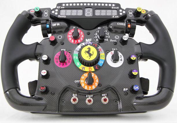 Tämä on aito kopio F1 150 -auton ratista. Hinta on vajaat 2000 euroa, mutta näitä tehdäänkin vain 250 kappaletta.