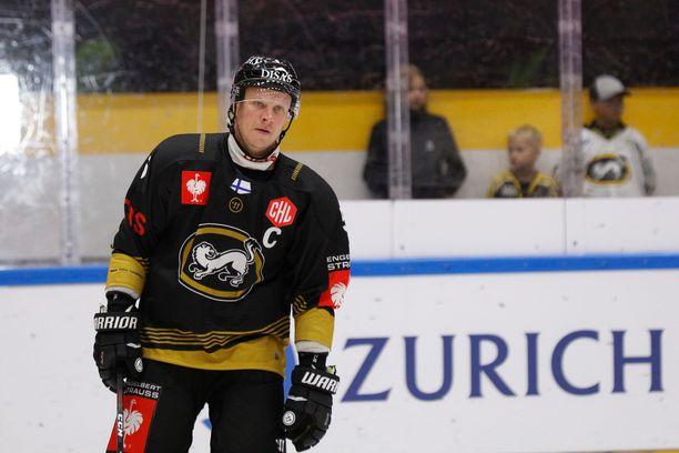 Lasse Kukkonen kantaa jälleen C-merkkiä rinnassaan.